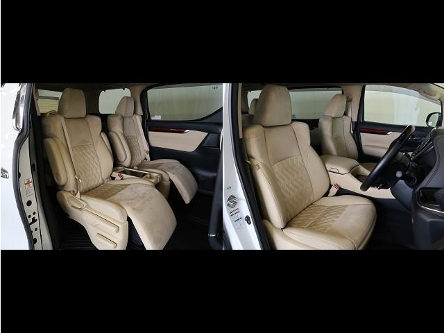 【シート】前・後部座席も当然、綺麗・清潔に仕上げております。内装の綺麗なお車は気持ちが良いですし、コンディションのいい車が多いです。前のユーザーが丁寧に使っていた証拠です。
