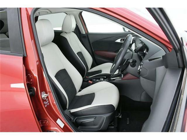 シートはワンランク上のハーフレザーシート。フロントシートはシートヒーターも搭載◎1回使うともうシートヒーターない車には乗れないというユーザー様も多い隠れた人気装備の1つです。