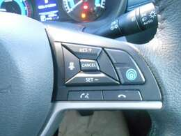 ◆◆◆プロパイロット搭載。高速道路でドライバーに代わってアクセル、ブレーキ、ステアリングを自動制御します。