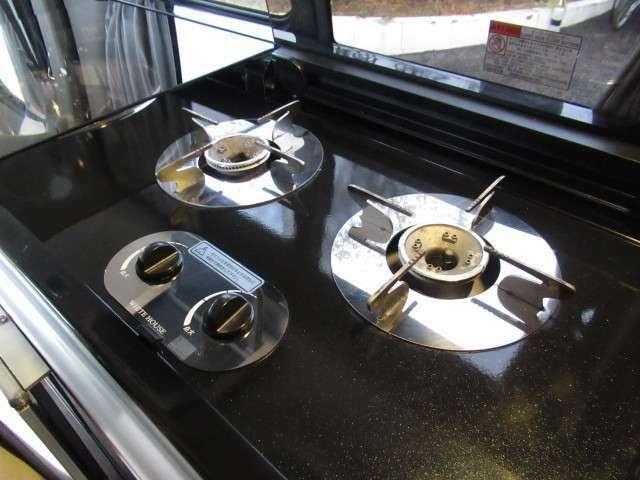 カセットガス式の2口コンロが装備されております!