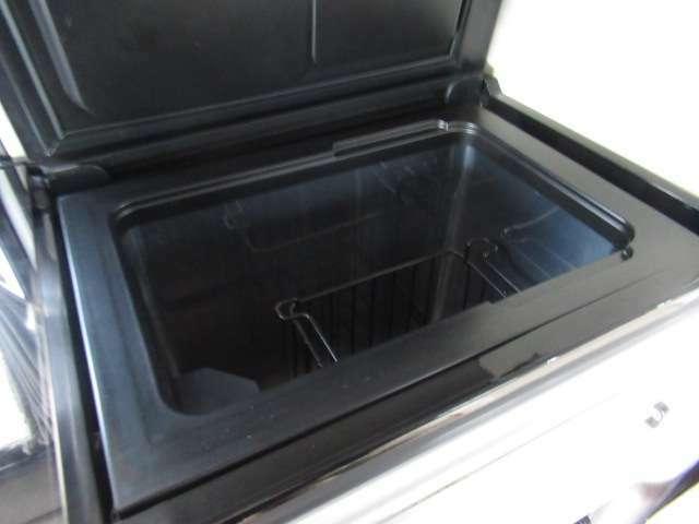 DC冷蔵庫ももちろん装備しております!キャンピングカーには欠かせないアイテムですね♪
