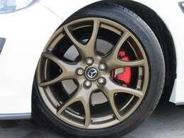スピリットR専用19インチゴールドカラ―アルミホイール付き♪ ツインスポークスタイルでスポーティなスタイルとなります♪