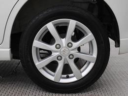 純正アルミホイールは精度が高く、走行の安定性が優れています。タイヤサイズ155/65R14