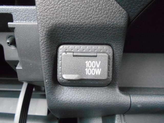 スマートフォンやタブレット端末、パソコンなどの電源として便利な100V電源アウトレットを装備。100Wまでの機器が使用可能です。