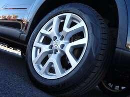 18インチアルミ!タイヤ溝もあります。