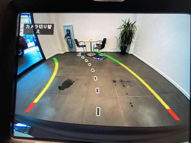 バックカメラモニターで後方の安全を確保。