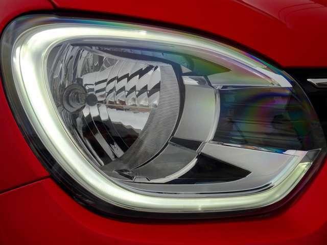 エンジンON、ヘッドライト周りのLEDに部分はデイライトです(続く)