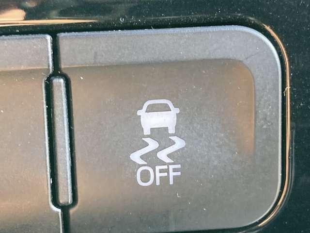 【 横滑り防止装置 】急なハンドル操作時や滑りやすい路面を走行中に車両の横滑りを感知すると、自動的に車両の進行方向を保つように車両を制御します。』