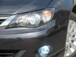 HIDヘッドライト装備です◇光量が大きいので暗い場所での視認性が上がります◇