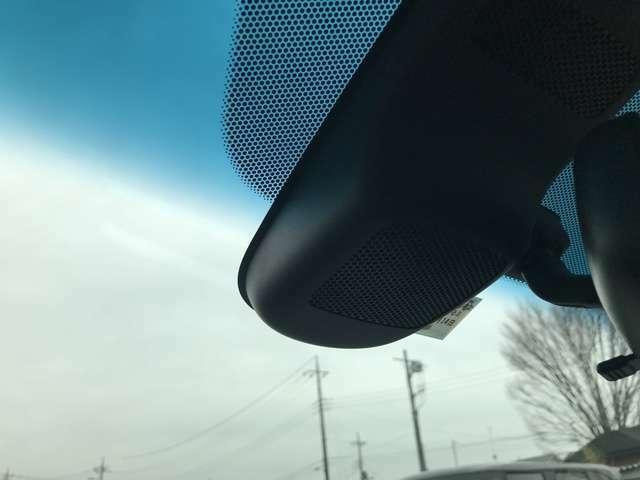 ミリ波レーダーと単眼カメラで安心・快適な運転を支援するHonda SENSING装備。