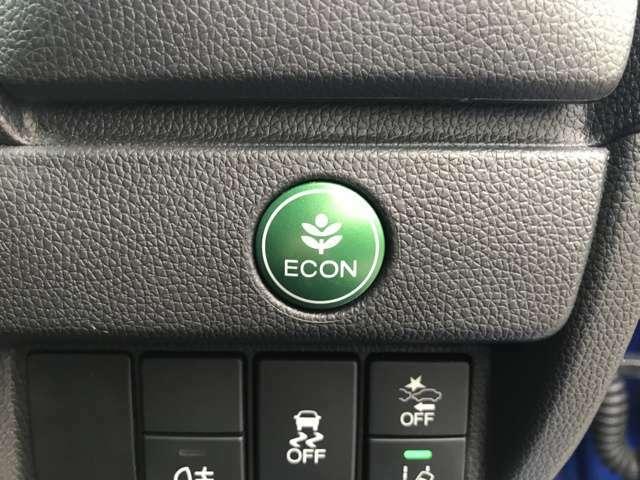 エコ運転をアシストするECONスイッチ装備。うっかりアクセルを深く踏み込んでもエンジンの力を抑えて加速、エアコンを省エネモードにして作動などの機能で燃費をよくするようにしてくれます!