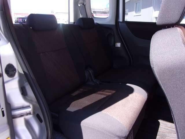 後ろの席もユッタリで楽しいドライブができます。