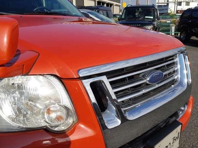 ボイディカラーは、何とスポーツトラックのリミテッド限定車にしか設定の無いオレンジフロストメタリック。つまり、『このボディカラー=上級限定車』という事になります
