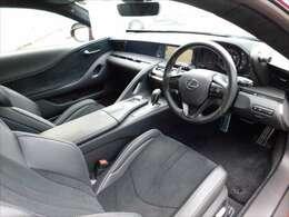 シート位置はもちろん、ハンドル位置も細かく調整できるので自分好みのドライビングポジションで運転していただけます♪
