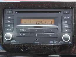 日産純正オーディオ付です。CDやAM/FM