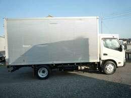最大積載量3000Kg 車両総重量6175Kg 左側サイドドアも装備されております!