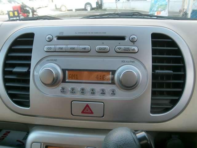 純正CDオーディオはスマートでかっこいいですね。余計なボタンがないので操作も簡単ですよ☆