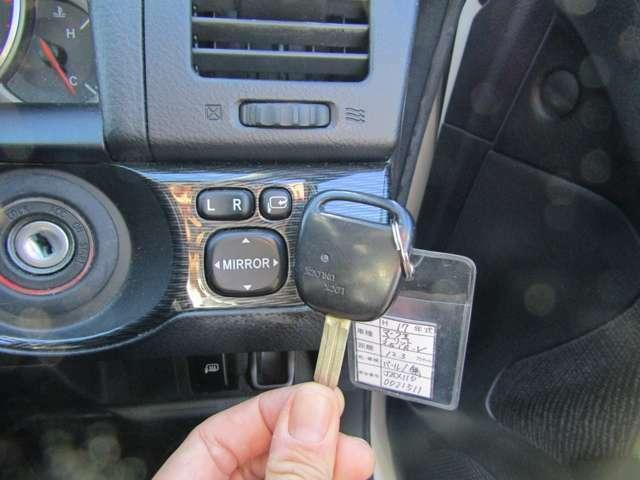 ワンタッチでドアの開閉可能なキーレスリモコン付き!