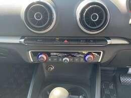 コーナーセンサーや横滑り防止装置が付いてドライブも安心です!