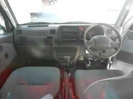 グレードはジャンボ 4WDとなっています。キーレス車ですので鍵のボタンを押すだけで車の施錠、開錠が可能となっています!