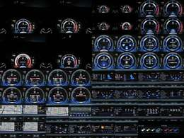★リヤシートエンターテイメントシステム(j後席用11.6インチディスプレイ<左右>、Blu-rayディスクプレーヤ、micro SDカードスロット(<Miracast、DLNA対応>、HDMI端子)