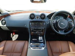 JAGUARの『XJ』を認定中古車でご紹介!スライディングパノラミックルーフ、全席ベンチレーション、全席シートヒーター、アダプティブクルーズコントロール、ブラインドスポットモニター、MERIDIAN