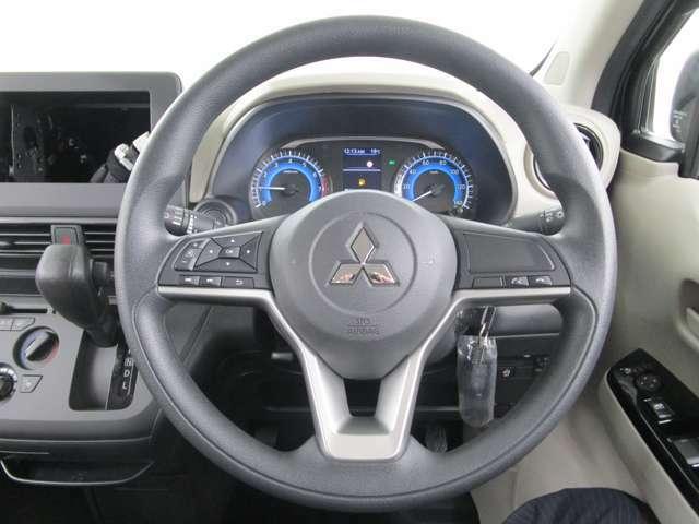 操作性のいい運転席です!