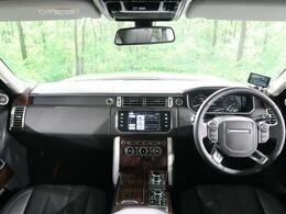 【2015年モデル】レンジローバーヴォーグが入庫致しました!!上質なオックスフォードレザーを伴う、ワンオーナー車の1台でございます!液晶メーターやMERIDIANサウンド等の人気装備も充実しております