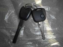 車両キーは便利なキーレスエントリー付き。