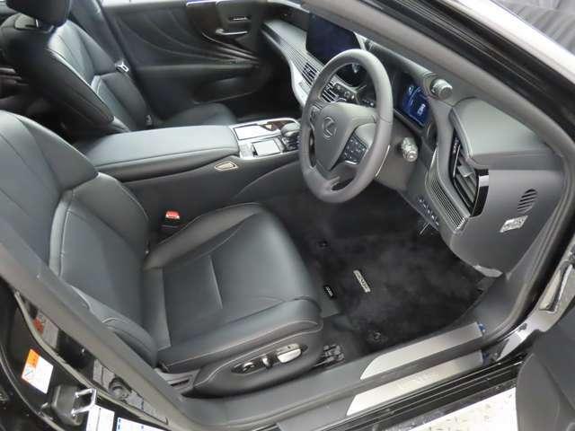 【シートヒーター】寒い季節もスイッチ一つでシートがポカポカに!レザーシート特有の、座った時のヒンヤリ感はこれで解消!