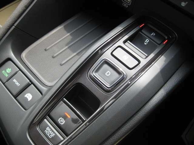シフトやパーキングブレーキは全てボタンです!