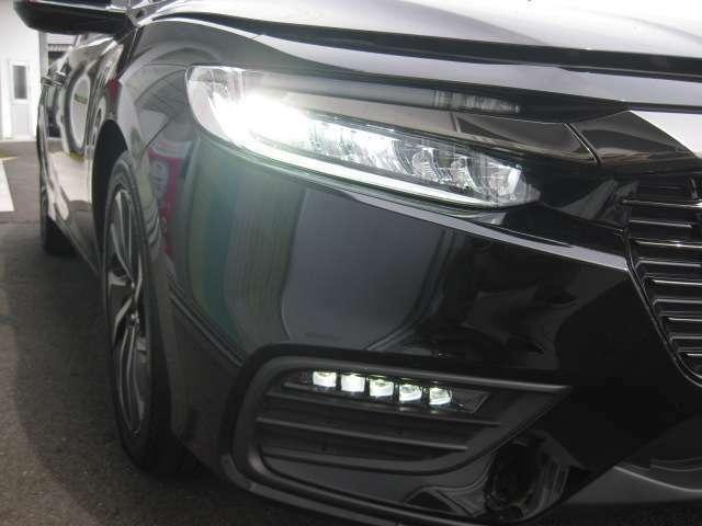 LEDヘッドライトで夜間の運転をサポートいたします!