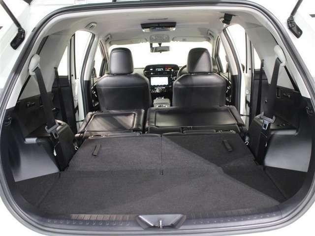 サードシートを前倒しすると更なるスペースを確保できます!