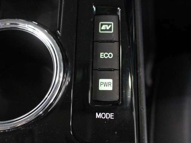 燃費をより向上させるエコドライブモードとパワフルな走行を愉しめるパワーモードスイッチが付いております!さまざまな状況下で走行モードを選べます。