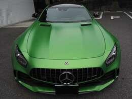 GT R専用のオプションカラーのAMGグリーンヘルマグノ マットペイント(OP806,000)