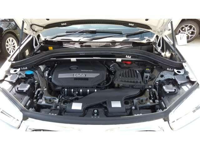 BMWのメカニックによる、100項目の納車前点検エンジン、ミッション、マフラー、電気系統やコンピュータなどを詳細に点検します。交換基準の部品があれば、純正部品を使用し整備した後にお客様にお渡しします。
