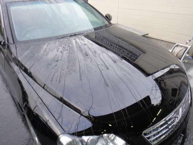 Aプラン画像:ご購入いただいた車両のボディーを鏡面仕上げしガラスコーティングを施工いたします。 半永久的にガラス皮膜を成形する為、傷にも強く塗装の劣化を防ぐ効果もあります。