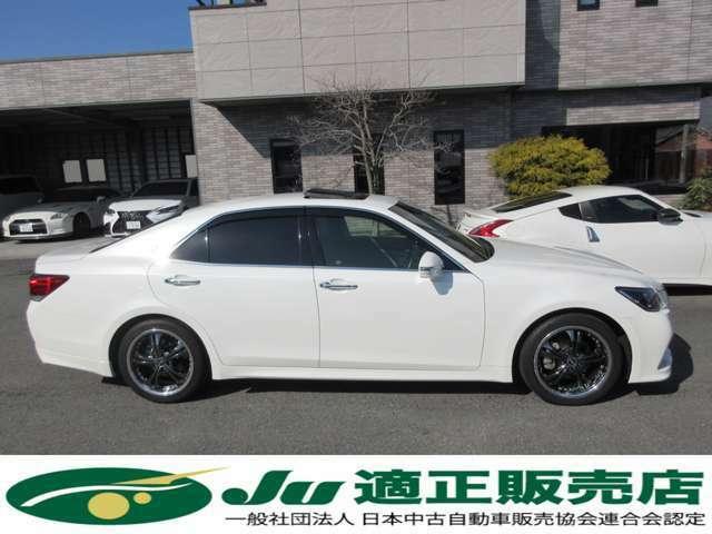 特別仕様車「S-T Jフロンティア」に人気オプションのムーンルーフを装備しております。低走行の禁煙車ですので、内外装共に綺麗なお車です。