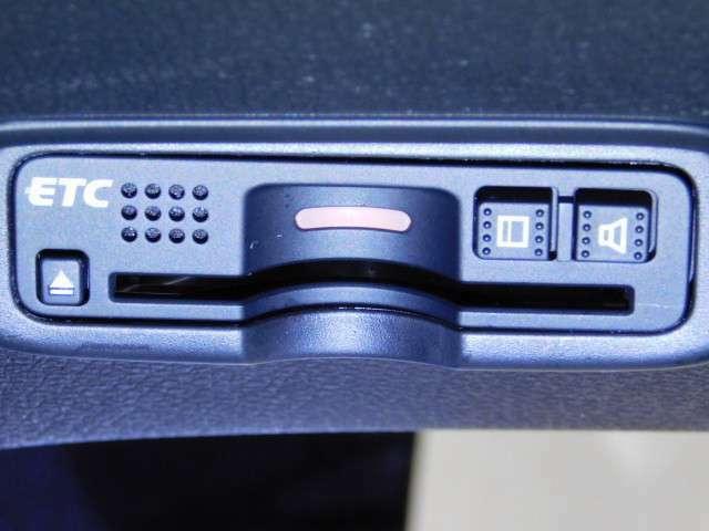 高速道路のご利用時にとても便利なETC車載器付。