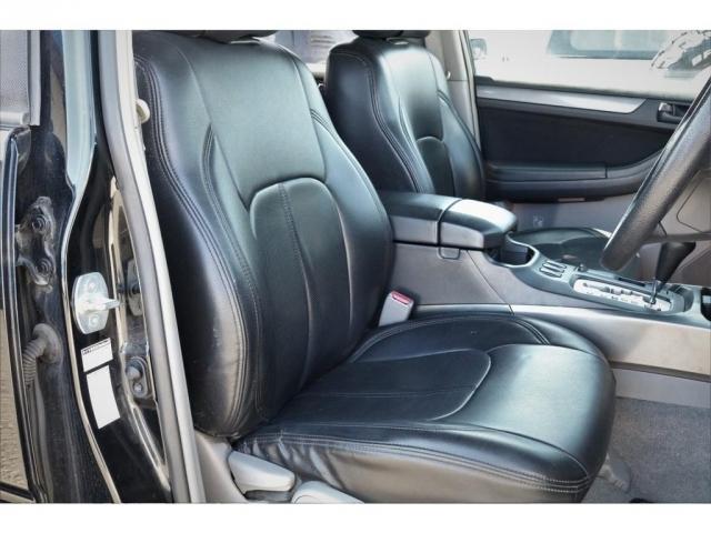 フロントシートです!全席にシートカバーも付いてますので、もし飲み物をこぼしてしまっても拭き取りが簡単です★車内の高級感もアップしております♪