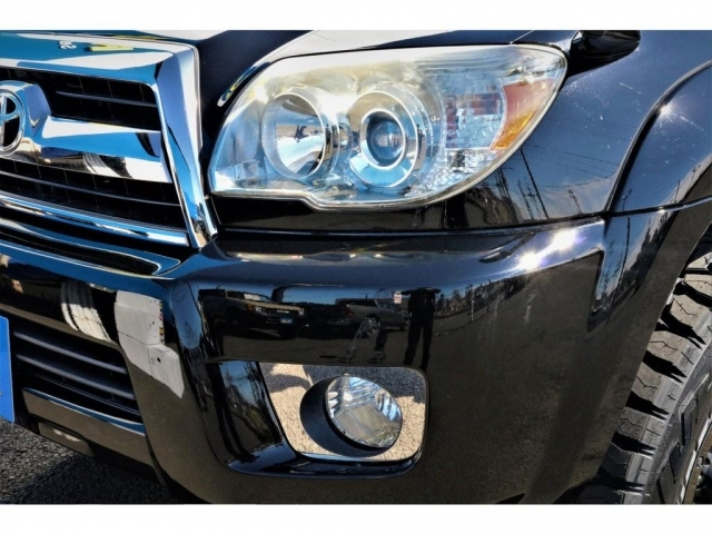 社外ヘッドライトの換装や、LEDヘッドライトバルブへの換装も承りますので、お気軽にご相談ください♪