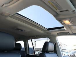 【 MOP チルト&スライド電動ムーンルーフ 】開放感溢れる空間でドライブを楽しみませんか?