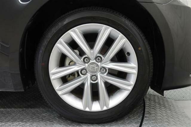 トヨタのお店で中古車を購入すると、自動的に1年間無料の「ロングラン保証」がついてきます。1年間ならどれだけ走っても保証いたします。さらに、わずかな料金をプラスすれば保証期間を最長3年延長までできる「ロ