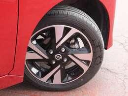 タイヤサイズは165/55R15になり純正アルミもはいてます。