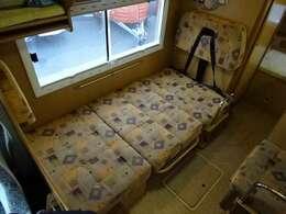 ダイネットスペースはベッド展開可能です☆ 190×90センチ☆