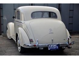 1952年(昭和27年)初度登録 メルセデスベンツ 220 W187 ヤナセ正規輸入車 4ドアセダン フロントスーサイドドア ベンチシート5人乗 走行不明 白(元色黒)