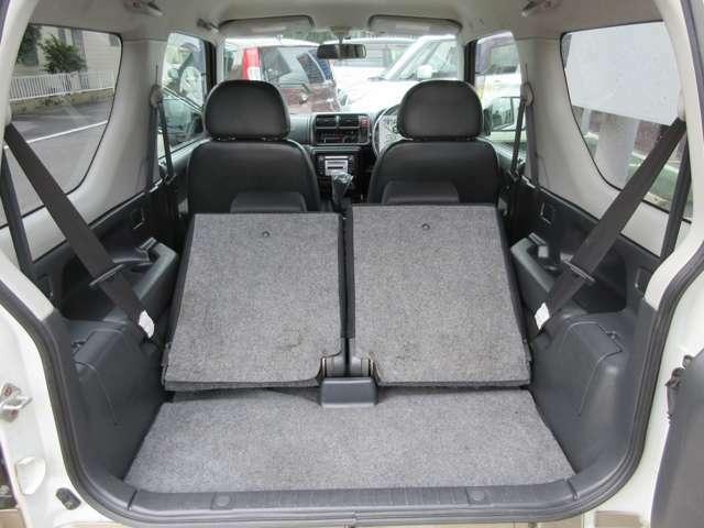 2列目シートを倒すとより荷室を広くでき、長物も積むことができます!