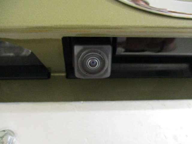 パノラマモニター対応してます!また、ご覧のバックカメラの他にもステアリングスイッチ、6スピーカーも付いてますよ♪