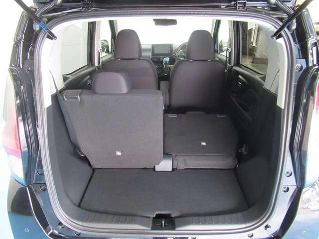 リヤシートを倒せば更にラゲッジルームが広く使えます