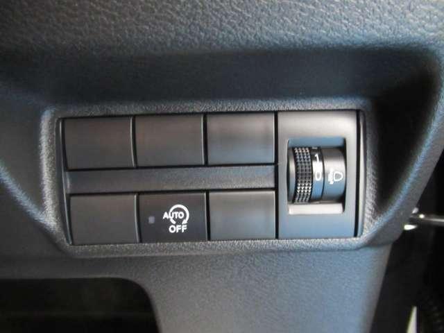 アイドリングストップ付きで低燃費 (アイドリングストップキャンセルスイッチ付き)